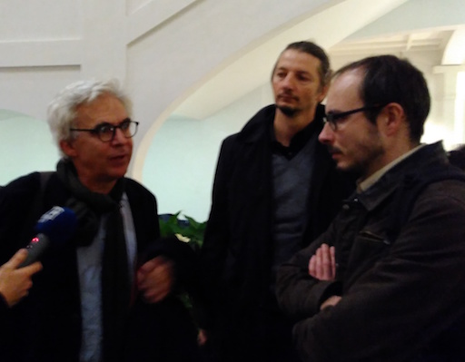 Antoine and his lawyers, Mr Penning et Mr Bourdon, chatting after the hearing, in the hall of the Court's building