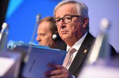 Jean-Claude Juncker, avec des dossiers