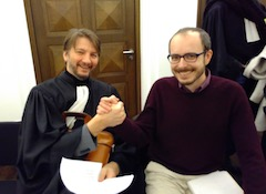 Antoine Deltour and his lawyer Philippe Penning, shaking hand after the verdict, smiling.
