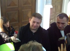 Raphaël Halet answering to journalists in the hall of the courthouse.