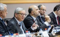 Jean-Claude Juncker and Pierre Moscovici debate Commission's tax initiatives with MEPs